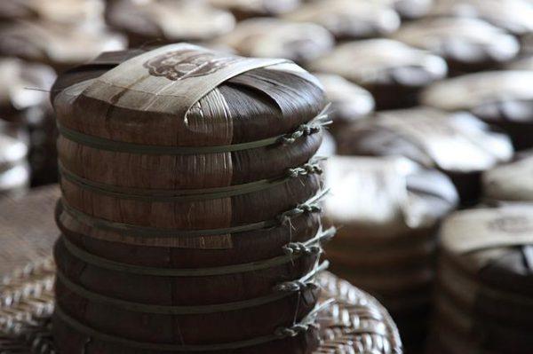 sprasowane krążki czerwonej herbaty która wspomaga odchudzanie