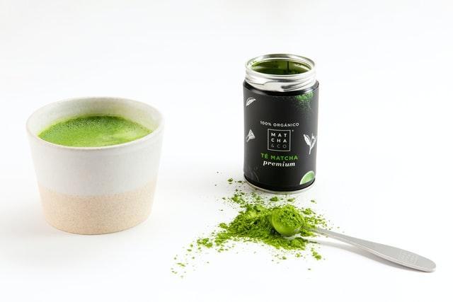 matcha zielona cherbata stosowana na redukcji