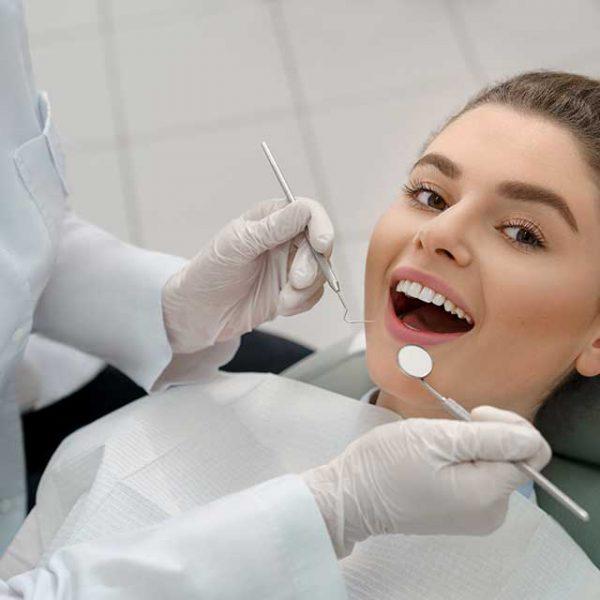 Bezbolesne leczenie zębów w gabinecie stomatologicznym