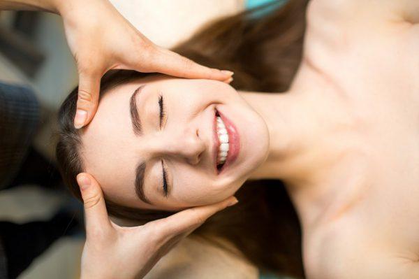 Drenaż limfatyczny twarzy poprawia wygląd skóry i relaksuje